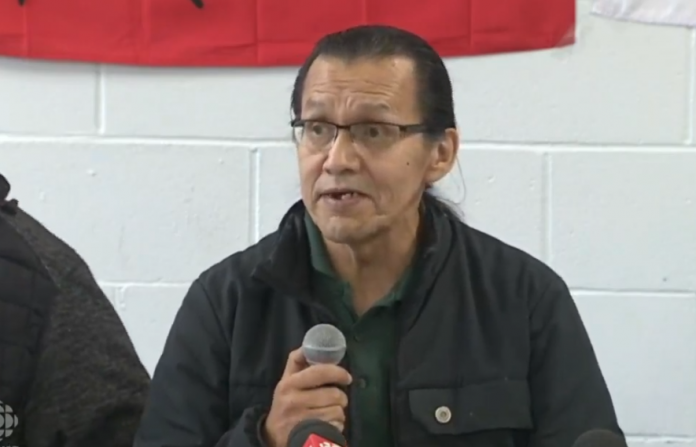 Wet'suwet'en chiefs, Mohawks dig in heels on blockade