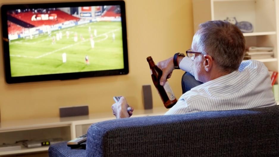 ржачные фото мужчины смотрят футбол фотограф